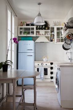 Maybe it's because I just got back from Paris, but I could SO live here. This kitchen would be right at home in a beach cottage.