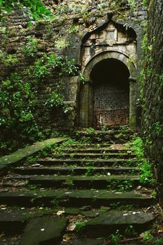 Gateway to the secret garden? Abandoned Mansions, Abandoned Buildings, Abandoned Places, Abandoned Castles, The Secret Garden, Slytherin Aesthetic, Architecture, Belle Photo, Beautiful Places