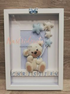The frame contains a teddy bear in Pannolenci and written name powder ceramic. Diy Baby Gifts, Baby Crafts, Felt Crafts, Pregnancy Gift For Friend, Pregnancy Gifts, Scrabble Letter Crafts, Moldes Para Baby Shower, Felt Ornaments Patterns, Bff Birthday Gift