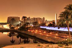 Luxor en Egypte : Les plus vieilles villes du monde (encore habitées) -Magnifique citée égyptienne bordée par les eaux du Nil ! Louxor aurait été fondée 3 200 ans av. J.-C. ! Le témoignage le plus impressionnant de son histoire reste bien sûr son temple et son unique obélisque (la deuxième se trouve au milieu de la place de la Concorde à Paris !)