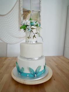 fondant weddingcake white and turquoise Fondant, White Wedding Cakes, Cakes And More, Cake Designs, Flower Cakes, Turquoise, Simple, Desserts, Cake Ideas