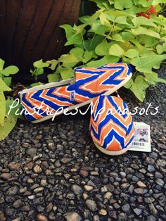CUSTOM  Team colors  CHEVRON TOMS. High by pinstripesNparasols University Of Florida