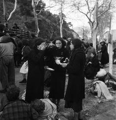 Spain - - GC - Émile Savitry - Spanish refugees, Le Perthus near Perpignan, Spanish War, Spanish People, Polaroid, Nerja Spain, The Time Machine, French Photographers, North Sea, World History, World War Two