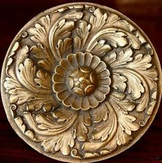 Antiqueaholics: Pamela Pierce Decorates for Christmas, Veranda 2005 Wood Carving Art, Wood Art, Baroque, Carving Designs, Ceiling Medallions, Hand Engraving, Ceiling Design, Interior Design Living Room, Christmas Decorations