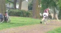 Homem Não Percebe Que Está Demasiado Bêbado Para Andar De Bicicleta