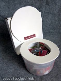 My son wanted a funny Valentine box for his class party, so he made a toilet (with my help). Funny Valentine, Roses Valentine, Kinder Valentines, Valentines For Boys, Valentine Crafts, Valentine Ideas, Printable Valentine, Valentine Wreath, Mia Valentine