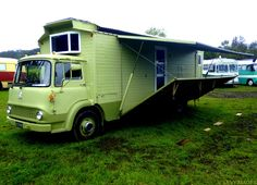 If I build a tiny house, I would find SOMEWAY to add a fold-out awning & deck!!!!..... bedford-housetruck-4