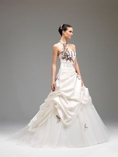 Affection (Robes de mariée). Créateur: Annie Couture. ...