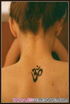 tatuajes del simbolo de om para mujeres 19