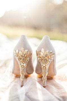 kate spade wedding shoes 32 Shoes for Your Wedding Rose Gold Wedding Shoes, Kate Spade Wedding Shoes, Gold Glitter Wedding, Rose Gold Heels, Wedding Flats, Bridal Shoes, White Wedding Heels, Gold Glitter Shoes, Kate Spade Keds
