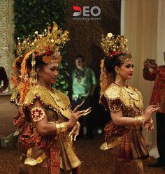 ・・・・・・・・・・・・・・・・・・ The Reception Of @afiffa & @tommyhp1990 ��Saturday 1 April 2017 ⏰ 19.00 - 21.00 WIB Entertainment by @deoentertainment Wedding Organizer by : @pranatacara Wedding Decoration by : @azkaanggunart Photo & Video : @lockomotion_pictures Venue : Sasana Kriya TMII ・・・・・・・・・・・・・・・・・・・・ DEOENTERTAINMENT | INDONESIA ・・・・・・・・・・・・・・・・・・・・ ��Music for : Wedding|Event|Soundsystem|Lighting �� Contact : 085694633711 & 08561483333 ☎ Office : 021 8851731 ✉ deoentertainment@yahoo.com ��…
