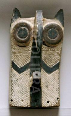 Tribal art: Kifwebe owl mask, Songe tribe, Congo, Africa..                                                                                                                                                                                 Más