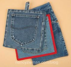 Pocket Pot Holders and Mitts How to sew potholders and mitts from denim jeansHow to sew potholders and mitts from denim jeans Jean Crafts, Denim Crafts, Sewing Hacks, Sewing Projects, Jean Diy, Pocket Craft, Sewing Jeans, Denim Ideas, Recycled Denim