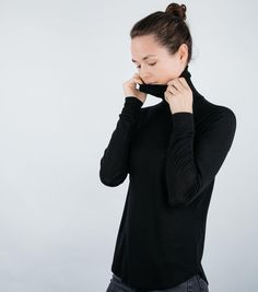 Have you already seen our new ribbed turtle neck longsleeve made of 100% merino? It's now online. You can find the link in our bio. #funktionschnitt #wearthedifference #merino #turtleneck #highneck #longsleeve #warm #slowfashion #fairfashion #slowfashionmovement #comfy #slim #blackbasic