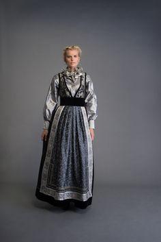 2017-10-Eva-Bunad-795-fin Folk Fashion, Womens Fashion, Viking S, Folk Costume, Traditional Dresses, Art Reference, Instagram, How To Wear, Design