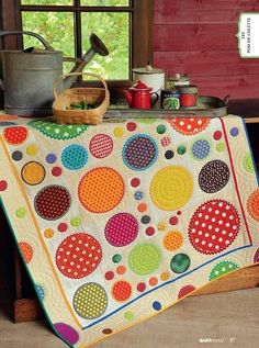 How much fun is this gorgeous quilt!