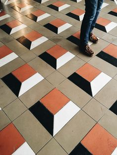 Would be fun to do this with different colors of wood grain vinyl or ceramic tile 3d Wall Painting, 3d Wall Art, Paving Design, Tile Design, Floor Patterns, Tile Patterns, Wood Floor Design, Barn Quilts, Geometric Shapes