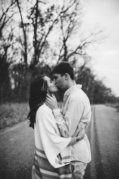 Couples photos | fall engagement pictures | Carroll County, Maryland Couples Photographer | Naturally Vivid Photography