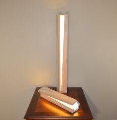 modern wood lamp di nomadwoodworkingshop su etsy