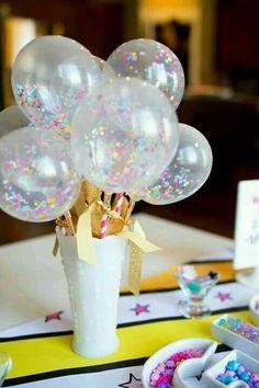 Centro de mesa con globos con confeti - http://xn--manualidadesparacumpleaos-voc.com/centro-de-mesa-con-globos-con-confeti/