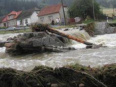 Povodně Štěpánov nad Svratkou ulice,,Na Šumavě,, ráno 17.8.2002 -tady byl ještě včera vpodvečer most