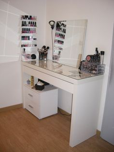 1000 images about coiffeuse on pinterest malm micke desk and ikea for Rangement baignoire ikea