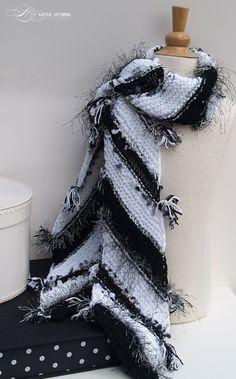 Black & White Scarf free knit pattern