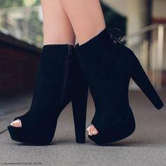 Clothes 🤤 💜 modiinhaa shoes, shoe boots e bootie boots Fancy Shoes, Pretty Shoes, Crazy Shoes, Beautiful Shoes, Me Too Shoes, High Heel Boots, Shoe Boots, Women's Shoes, Bootie Boots