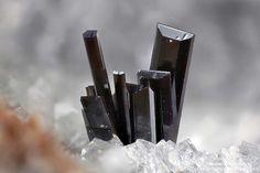 Pseudobrookite Rothenberg, Bell, Mendig, Eifel, Rhineland-Palatinate, Germany 1.41 mm group of Pseudobrookite crystals. Collection & Photo Matteo Chinellato