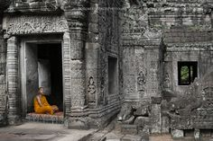 """History and Religion - Street scene to the Preah Khan (Cambodia). Visit http://robertopazziphotography.weebly.com subcribe to the newsletter and download the ebook """"Streets of the World"""" as welcome gift! Web Site: http://robertopazziphotography.weebly.com/ Facebook: https://www.facebook.com/robertopazziphotography Instagram: Roberto_Pazzi_Photography"""
