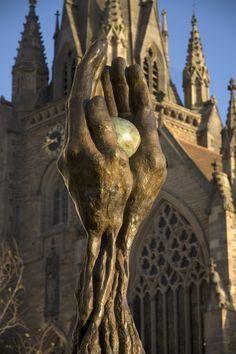 The Tree of Life at St Martins Birmingham UK. By artist Lorenzo Quinn. Lorenzo Quinn, Italian Sculptors, Birmingham England, New Actors, Meet The Artist, West Midlands, Italian Artist, Land Art, British Isles