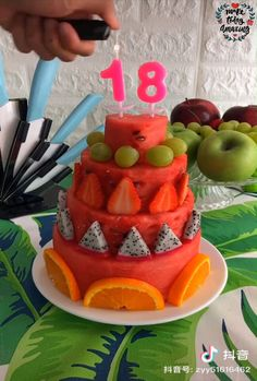 Just a locomotive to eat at the birthday party - #Birthday #Eat #locomotive #Party Fruit Decorations, Food Decoration, Bolo Picnic, Cake Recipes, Dessert Recipes, Food Carving, Food Garnishes, Fruit Dishes, Snacks Für Party