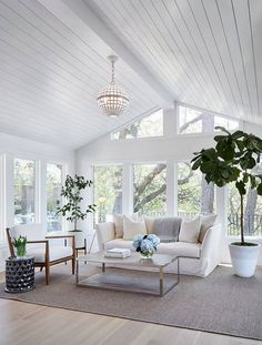 Newlywed Home Design Ideas Shiplap ceiling. Living room with shiplap ceiling. Living room with wood paneled ceiling and floor- Shabby Chic Living Room, My Living Room, Home And Living, Living Room Decor, Living Spaces, Modern Living, Living Area, Coastal Living Rooms, Simple Living