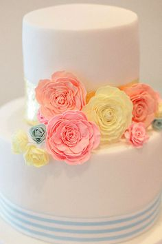Let Them Eat Cake: The #BrideHour Guide to Finding your Perfect Wedding Cake   #BrideHour
