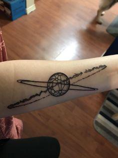 Sweet Tattoos, Leg Tattoos, Body Art Tattoos, Disney Tattoos, Tattoo Planeta, Kitten Tattoo, Planet Drawing, Tattoo Uk, Planet Tattoos