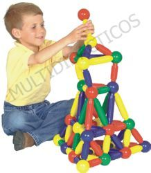 Piezas grandotas que facilitan el agarre y la manipulación, con fuertes imanes interiores que afianzan el montaje de unas con otras. #juguetes #Infantil #juegos #JuguetesDidacticos #Construcciones http://www.multididacticos.com