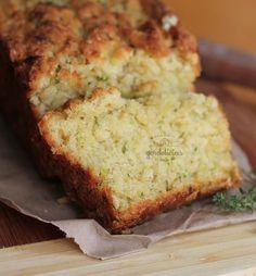 Pão de abobrinha, com parmesão. Deixa a massa crocante e ao mesmo tempo saborosa e úmida.
