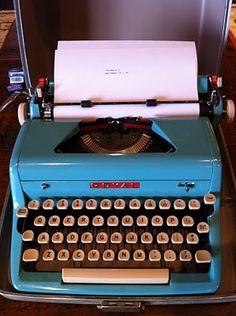 I want a typewriter SOOOOOO BAD.