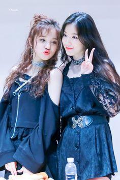 Read ShuQi o YuHua from the story // 🍡 🍡Ships de (G)I-DLE 🍡🍡 // by (Anghela Lv) with reads. Shuhua x Yuqi Es un shi. Kpop Girl Groups, Korean Girl Groups, Kpop Girls, Extended Play, Shu Qi, Fandoms, Cube Entertainment, Soyeon, Minnie