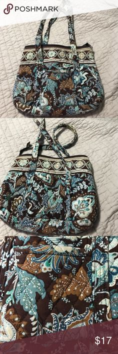 Vera Bradley purse Purse has been worn. Is still in good condition. Six pockets on the inside, one on the outside. Vera Bradley Bags Shoulder Bags
