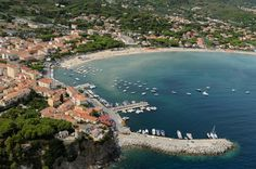 Marina di Campo with kids: Marina di Campo is one of the most beautiful place in Elba. Its long beach is perfect for kids because the seafloor isn't very deep. If you don't want to go the beach, you can visit the aquarium: it contains more than 150 animal species