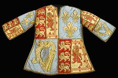 1300 HeraldryTabard worn by the Blanc Coursier John Anstis  CORRECTION: The arms on this tabard mean that it is from between 1707-1714, not 1300.