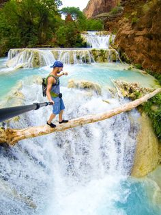 Waterfall Balancing Act Selfie Travis Burke Photography This insane selfie was taken with a GoPro at the Beaver Falls in Arizona. National Geographic, The Places Youll Go, Places To Go, Havasupai Falls, Gopro Photography, Extreme Photography, Water Photography, Gopro Camera, Gopro Hero