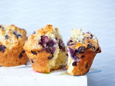 Our popular recipe for Classic Blueberry Muffins (blueberry muffins) and more than other free recipes on LECKER. Our popular recipe for Classic Blueberry Muffins (blueberry muffins) and more than other free recipes on LECKER. Oatmeal Blueberry Muffins Healthy, Homemade Blueberry Muffins, Blueberry Recipes, Blue Berry Muffins, Cupcakes, Streusel Muffins, Simple Muffin Recipe, Oreo, Nutella