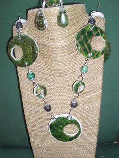 conjunto  imitacion ceramica de ARTESANIAALMA en Etsy Silver Color, Boho Fashion, Polymer Clay, Beaded Necklace, Ceramics, Green, Handmade, Etsy, Beautiful