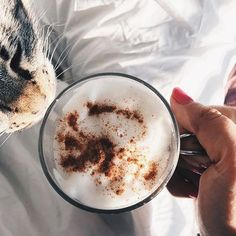 Sprinkle a lil' cinnamon on your latté to sweeten up your morning. For a few of our FAVE latte recipes, check out ToneItUp.com! ☕️
