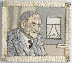 W.M. Voois | Schelpenportret van Dr. W. Drees, W.M. Voois, c. 1960 | Portret van een man (Dr. W. Drees), borststuk, met links van hem een raam. Geheel opgebouwd uit schelpen en schelpengruis, evenals de lijst. Het geheel in halfreliëf. Onder de schelpenlijst een houten randje, de keerzijde bestaat uit een plankje bespannen met zwart linnen. Opmerking: Brief (NG-679-b) hoort hierbij.