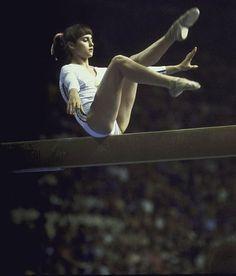 Nadia Comăneci (Romania) on balance beam at the 1976 Montreal Olympics Acrobatic Gymnastics, Artistic Gymnastics, Olympic Gymnastics, Olympic Sports, Olympic Games, Nadia Comaneci, Romanian Girls, Balance Beam, Olympic Athletes