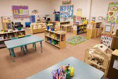Classroom Layout and centers ideas Preschool Classroom Layout, Classroom Cubbies, Eyfs Classroom, Preschool Rooms, Classroom Setting, Classroom Design, Preschool Kindergarten, Classroom Organization, Kindergarten Pictures