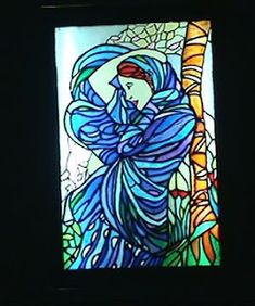 O VITRAL PERMANENTE. - é um quadro que acende e apaga - veja os detalhes no blog. Faux Stained Glass - it has white lamps behind and we can turn on or turn off the light. See details in my blog - Falsa vidrieras. Podemos encender o apagar la luz. Detalles in mi blog -----------------------------  LOJA: casadalatonagem.com - FANPAGE: facebook.com/casadalatonagem  - PINTEREST:br.pinterest.com/luheringer  -YOUTUBE: youtube.com/user/LuHeringerArtesanato/videos -